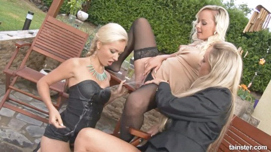 Golden blonde pissing threesome-