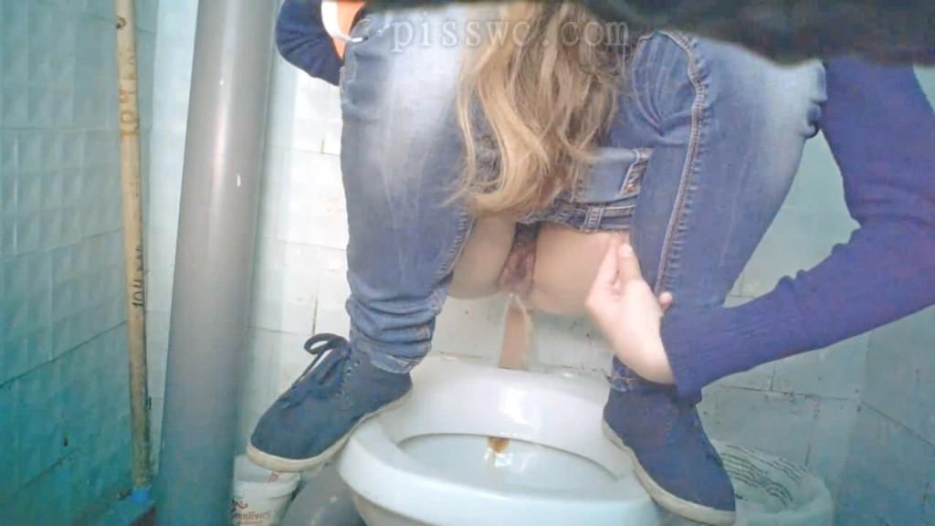 viebal-na-tualete