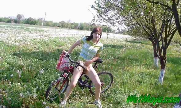 Desperate to pee on her bicycle-0-0-13-416