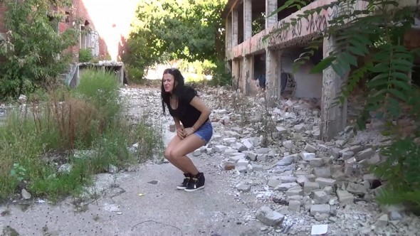 Outdoor desperation and thrilling pee in ruins-0-01-44-398