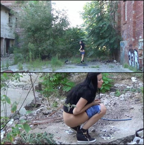 Outdoor desperation and thrilling pee in ruins