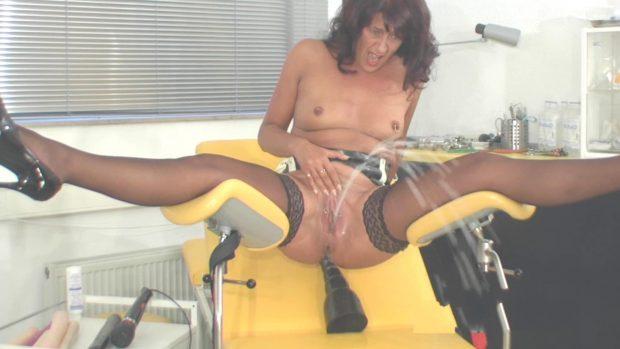 image 2 dozen horny kinky pee shots hellclinic