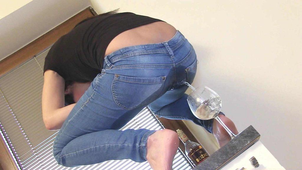 Девушкауписялась В Штаны Трусики.порно Видкео