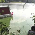 Antonia Sainz piss in river.
