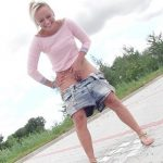 Naomi – Show you how I pee!