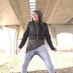 Vanda – Peeing into jeans.