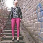 Lara-CumKitten – Piss in Sharp Cameltoe Spandex Leggings