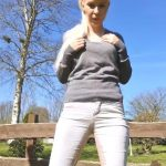 SexyJenJen – Just pissing outdoors in jeans.Mydirtyhobby.