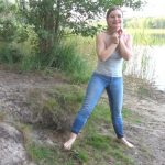 TinyEmily – OMG I pissed my pants My first JeansPiss video pee.