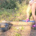 Mandi MOAR – Aim 4 the Big O! (Standing Public Nature Pee).